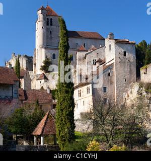 The Saint Cirq Lapopie village in the heart of the Causses du Quercy nature reserve (France). Village de Saint-Cirq - Stock Photo