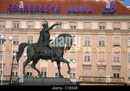 Croatia, Central Area, Zagreb, main square (Ban Josip Celacic), king Josip Statue riding his favorite horse - Stock Photo