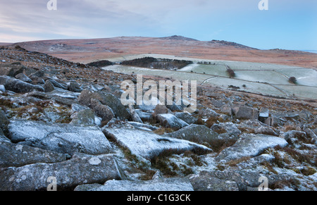 Yes Tor and High Willhays from the frosted granite rocks of Belstone Tor, Dartmoor National Park, Devon, England. - Stock Photo