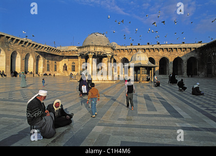Syria, Aleppo, old town listed as World Heritage by UNESCO, Omeyyades Great Mosque, blind cheikhs in courtyard - Stock Photo