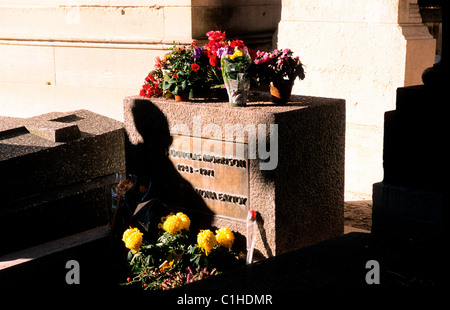 France, Paris, Pere Lachaise cemetery in the 20th district, Jim Morrisson grave - Stock Photo