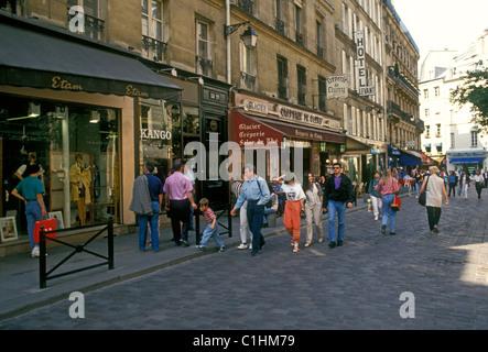 French people, tourists, restaurants, French food and drink, Rue de Harpe, Saint-Michel, Latin Quarter, Paris, Ile - Stock Photo