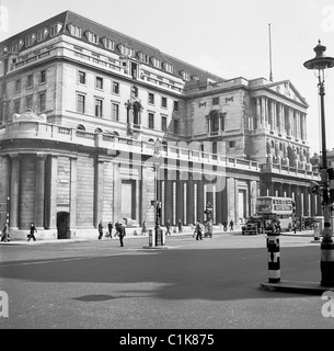 London, 1950s. A photograph by J Allan Cash of the exterior of the Bank of England as seen at this time. - Stock Photo