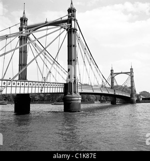 London, 1950s. A photograph by J Allan Cash of Albert Bridge as seen at this time. - Stock Photo
