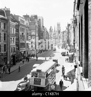 London, 1950s. A view along Fleet street, home  to the London newspapers, showing the Number 9 routemaster Bus. - Stock Photo