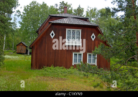 Finlande, Helsinki, the Seurasaari park featuring ancient houses on an islet - Stock Photo