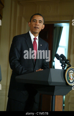 US President Barack Obama  talks to the press at the White House with the Chancellor of Germany to consult on a - Stock Photo