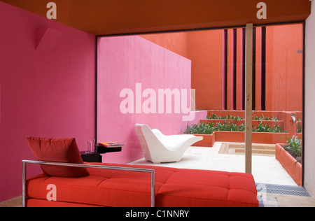 red painted concrete house wall Stock Photo: 137204601 - Alamy