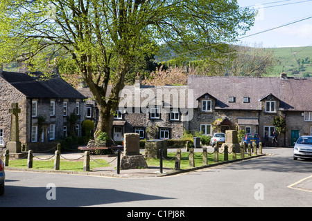 England, Derbyshire, Castleton, houses overlooking market square in village - Stock Photo