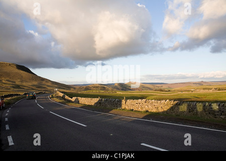 England, Derbyshire, Winnats Pass, Peak District National Park, car on road to Mam Tor - Stock Photo