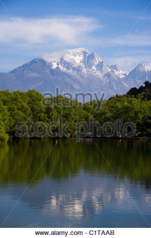 Black Dragon Pool Park, Heilongtan, Lijiang, Yunnan, China - Stock Photo