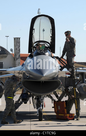 U.S. Air Force F-16 Fighting Falcon flight crew members perform post-flight checks at Aviano Air Force Base, Italy, - Stock Photo
