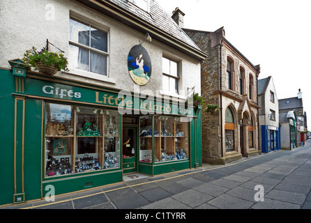 Pedestrianised Albert Street in Kirkwall Orkney Mainland Scotland with Trenabies Bistro with Little Island gift - Stock Photo