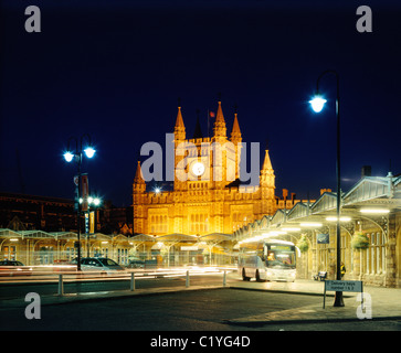 Bristol Temple Meads Railway station at night. - Stock Photo