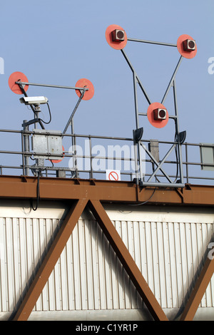 UK. SIGNALS AT THAMES BARRIER ON THAMES RIVER IN LONDON - Stock Photo