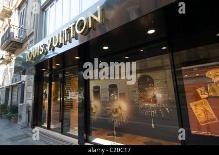 designer clothes shop outlet shops logo logos brand branding luxury