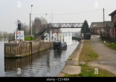 Ferrybridge Lock Aire & Calder Navigation looking towards Goole. - Stock Photo