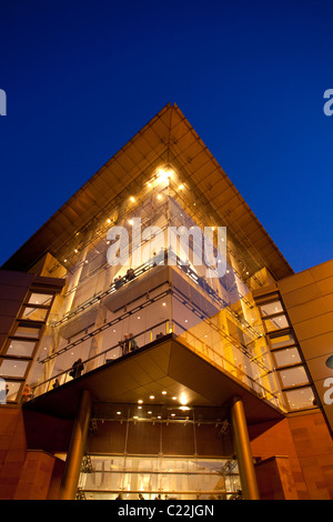 England, Manchester, Bridgewater Hall illuminated at twilight - Stock Photo