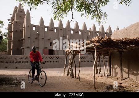 The mud mosque in Barani, northwest Burkina Faso - Stock Photo