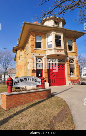 Elgin, Illinois, USA. The Elgin Fire Barn No. 5, now a museum, was built in 1903 and decommissioned in 1991. - Stock Photo