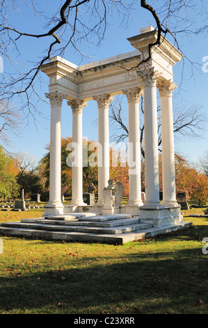Graceland Cemetary is the final resting place for many famous people from Chicago's historic past Illinois. Chicago, - Stock Photo