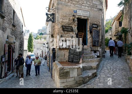 Rue du Trencat, the main street in Les Baux de Provence, Bouches-du-Rhône, Provence, France. - Stock Photo