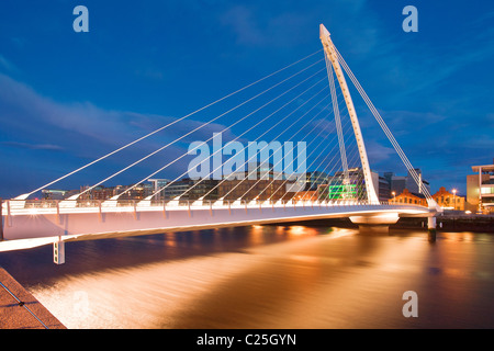 Samuel Beckett Bridge at night, River Liffey, Dublin, Ireland - Stock Photo