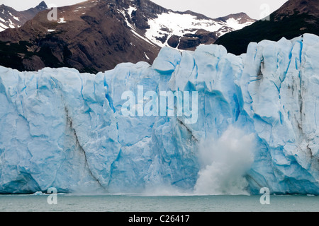 Ice falling from the Perito Moreno Glacier, Lago Argentino, Parque Nacional Los Glaciares, Santa Cruz Province, - Stock Photo