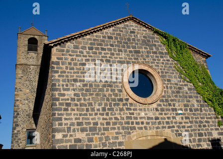 church in Castellfollit de la Roca, Parque Natural de la Zona Volcánica de la Garrotxa, Girona, Cataluña, Spain - Stock Photo