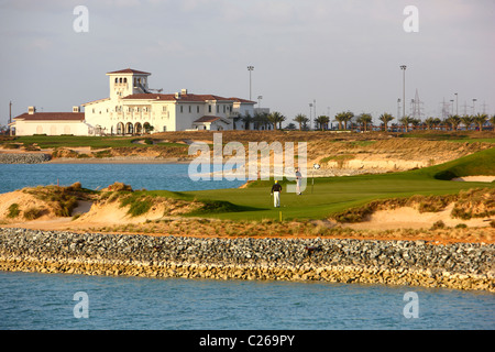 Yas-Links golf course on Yas island, opposite of Abu Dhabi Fromula One race track, a traditional links course. Opened - Stock Photo