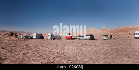 Tourist vans at the 'Three Marias' Rock Formations, Valle De La Luna, Atacama, San Pedro, Chile, South America. - Stock Photo