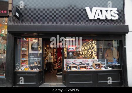 18c1538da5e903 vans store london