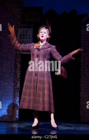 Sarah Lancashire singing in the musical comedy Betty Blue Eyes at the Novello Theatre - Stock Photo