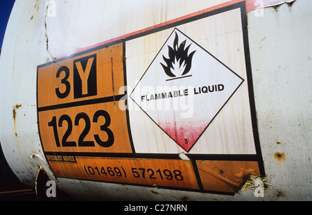 load identification plate on heavy goods vehicle denoting transportation of flammable liquid uk - Stock Photo