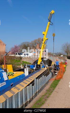 repairing Erewash canal near Sandiacre lock  Long Eaton, Derbyshire, England, GB, UK, EU, Europe - Stock Photo