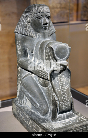 Kneeling Statue of Senenmut, Chief Steward of Queen Hatshepsut 1473-1458 BC, Temple of Montu, Armant, Egypt, reign - Stock Photo