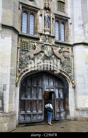 Cambridge University entrance to Jesus College - Stock Photo