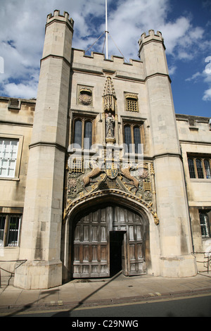 Cambridge University entrance to Jesus College - Stock Photo