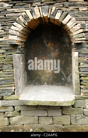 Detailed close-up of an alcove in a Dry-stone wall designed to house a small beehive. - Stock Photo