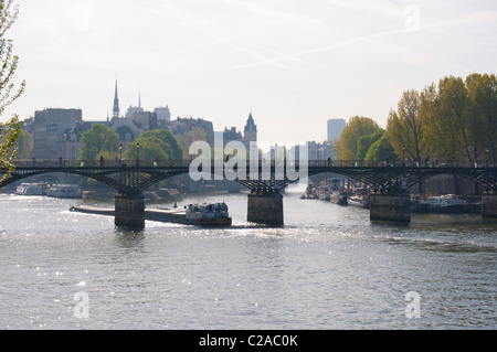 le pont des Arts et la Seine - Stock Photo