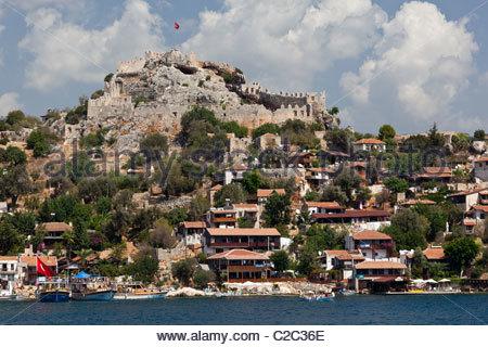 The seaside village of Kalekoy with its Byzantine castle. - Stock Photo