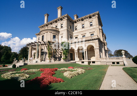 Breakers is one of the large mansions built along the shore at Newport, by one of the most wealthy families of the - Stock Photo