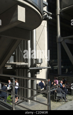 Lloyds Building Lime Street EC3 City of London office workers lunch in the sunshine. UK HOMER SYKES - Stock Photo