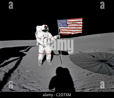 alan b. shepard astronaut on the surface of the moon nasa 1971 - photo #6