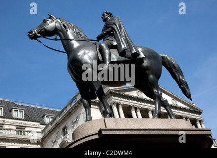 Statue of Duke of Wellington in front of Bank of England, City of London - Stock Photo
