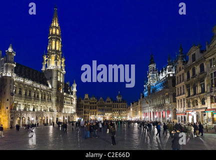 The Grand Place (Main Square) at night with the Hotel de Ville(Town Hall) to the left, Brussels, Belgium - Stock Photo
