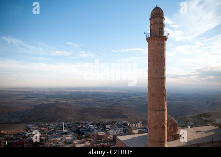 The Ulu Cami mosque and minaret looking south over the Syrian plain from the Kurdish city of Mardin in southeast - Stock Photo