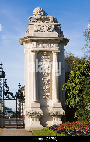 Back view of one post / gatepost of the Lion Gate entrance of Hampton Court Palace, looking towards Bushy Park. - Stock Photo