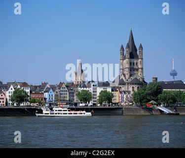 Rheinuferpromenade, Altes Rathaus, Kirche Gross St. Martin, Fernmeldeturm Colonius, Ausflugsschiff auf dem Rhein, - Stock Photo