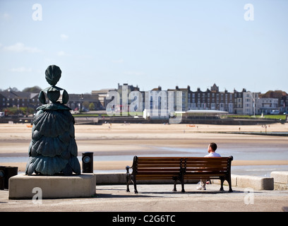 A statue of Mrs Booth and a man sitting on a bench on the end of Margate jetty. - Stock Photo